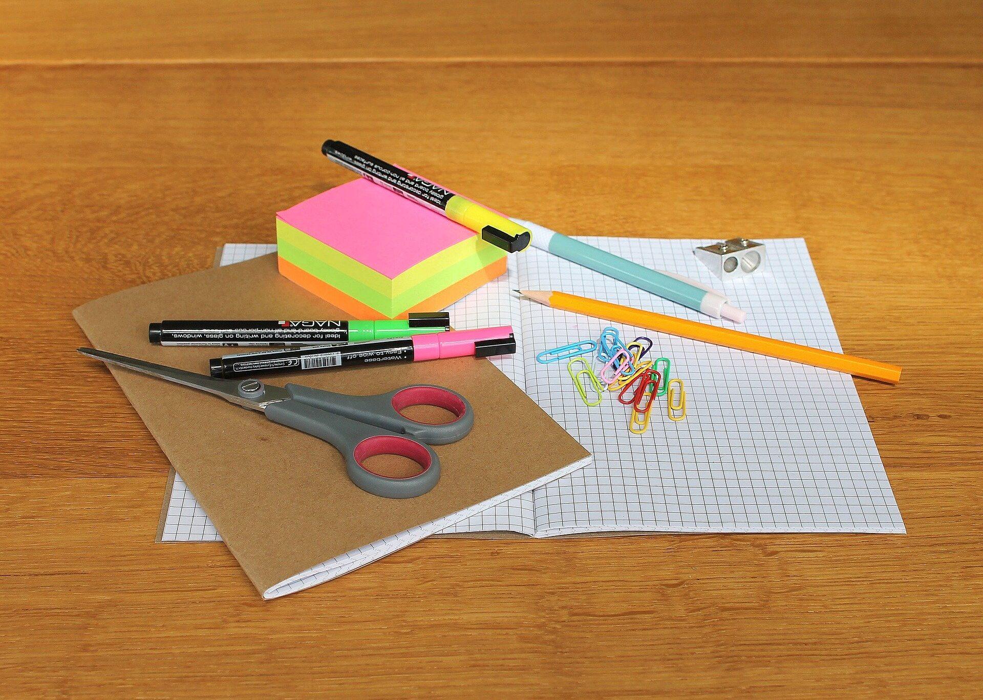 desk-1574669_1920.jpg